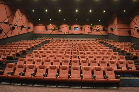 cineplex qatar the pearl grand cinemas doha qatar cinema rooms
