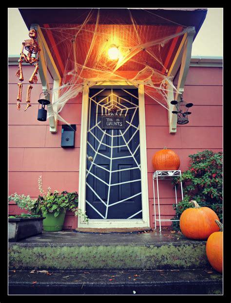 spooky front door halloween decoration inspirations