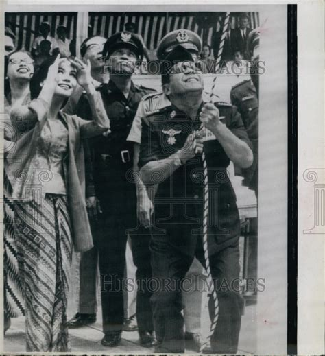 Komposisi By Kartika Sari Book press photo madame ratna sari dewi sukarno ratna sari