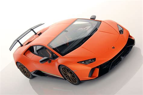 Lamborghini Huracan Performante 1:18   MR Collection Models