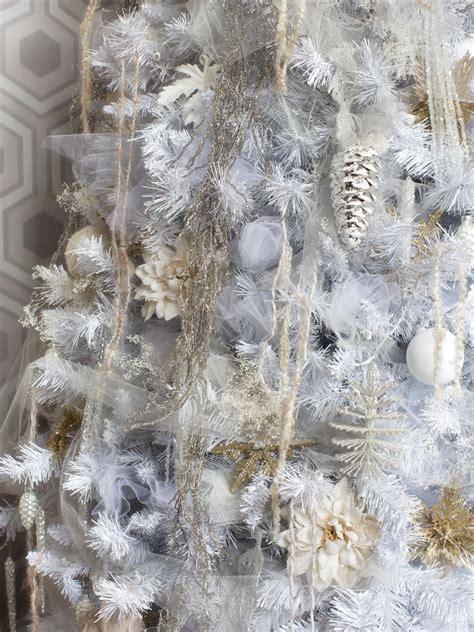 De E A Christmas Tree Hgtvs De Ing