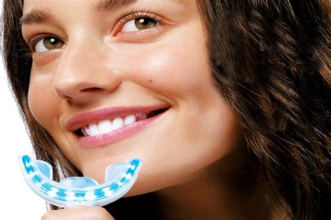 Pemutihan Gigi Dengan Laser merawat gigi lebih putih