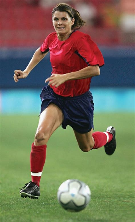 biography book on mia hamm mia hamm the athlete biography facts and quotes