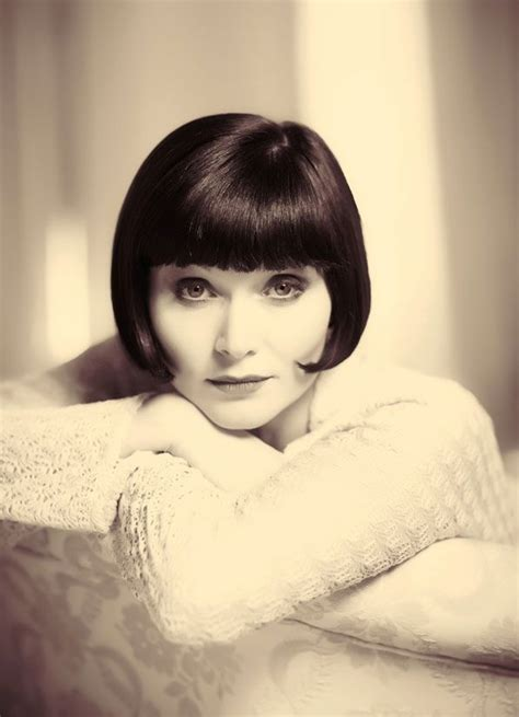 essie davis ob hair essie davis is elegance incarnate photo by ben king