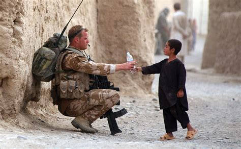 photographing the fallen a war photographer on the army soldier bottles children wallpapers