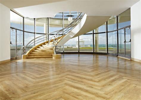 pavimenti simili al parquet parquet laminate vinyl wooden flooring installation in