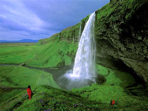 famous falls alluring planet seljalandsfoss waterfall