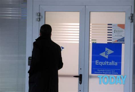 agenzia delle entrate sedi roma addio equitalia debutta la nuova agenzia subito meno code