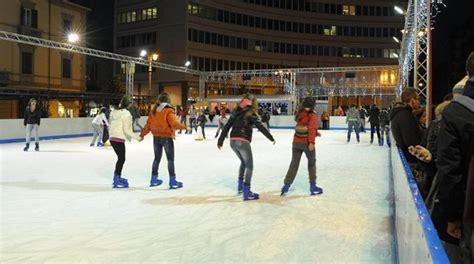 pista pattinaggio casate ladri di scarpe alla pista sul ghiaccio la nazione pisa