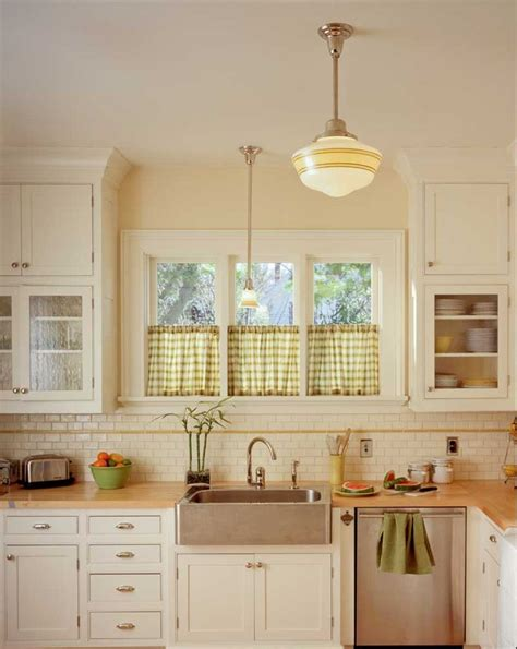 bungalow kitchen ideas 25 best ideas about bungalow kitchen on