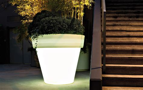 vas outdoor illuminated planters  light modern