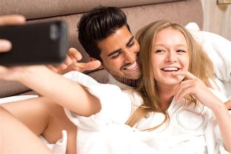 problemi di coppia a letto coppia a letto 28 images dormire insieme abbracciati a