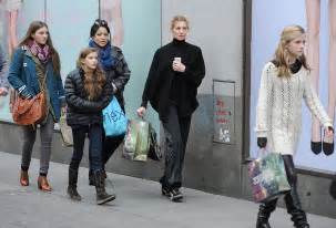 faith hill shopping with her kids in london popsugar celebrity