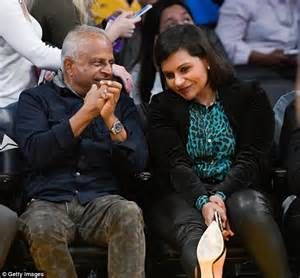 mindy kaling parents the office mindy kaling and dad avu chokalingam bond courtside as the