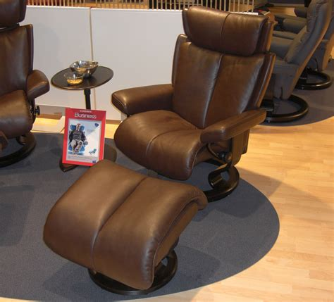 stressless leather chair and ottoman stressless magic large recliner chair ergonomic lounger