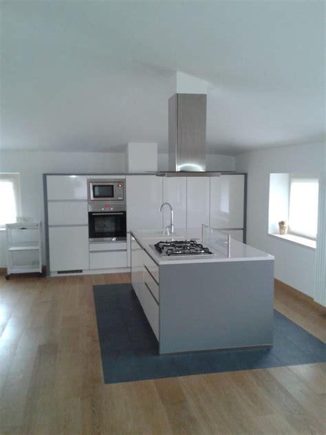cucina con isola moderna cucina in mansarda idee interior designer