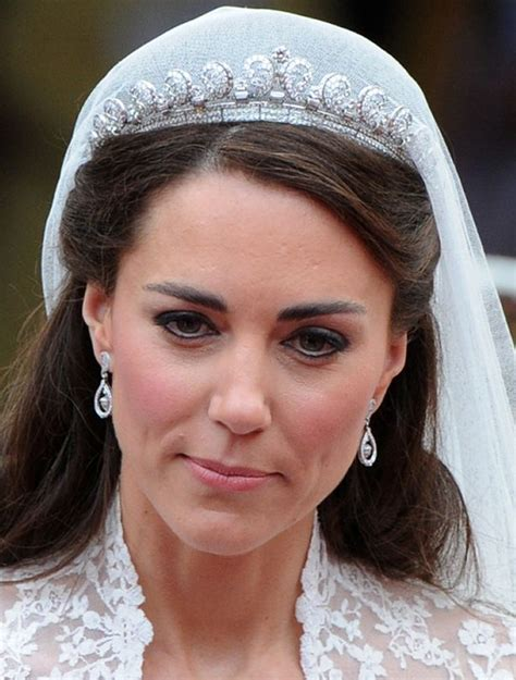 braut kate middleton kate middleton s wedding dress a look back at her iconic