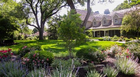 big backyard landscaping design ideas stunning landscaped lawn with curved borders create a