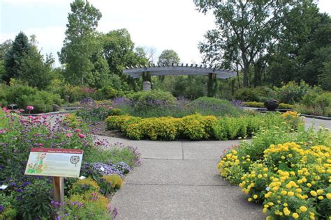 Here Are The Most Beautiful Gardens You Ll See In Michigan Botanical Gardens Arbor Mi