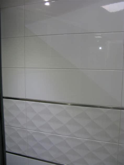 Carrelage Salle De Bain Blanc Brillant by Carrelage Mural 20x60 Akrom Blanc Brillant Ou Mat Saloni