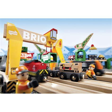 brio deluxe railway brio cargo railway deluxe set in tub toys zavvi com