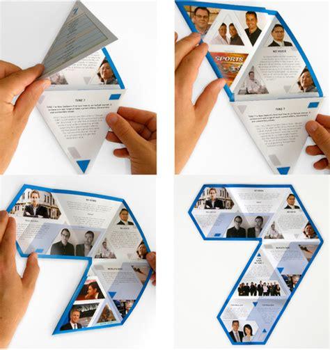 desain brosur retro brosur dengan desain keren untuk promosi produk