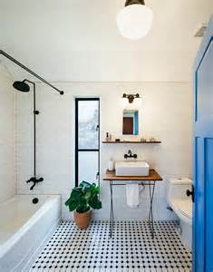 Exquisite bathroom uses a simple black and white color scheme from