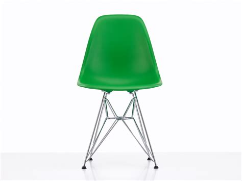 vitra eames chair dsr buy the vitra dsr eames plastic side chair at nest co uk