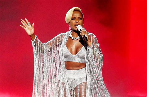 mary j blige pictures mary j blige received icon of the year award at billboard