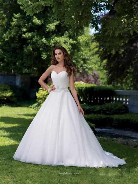 strapless sweetheart neck organza ball gown wedding dress