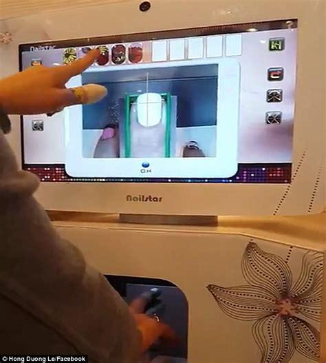 Nail Design Machine machine prints a manicure in seconds in