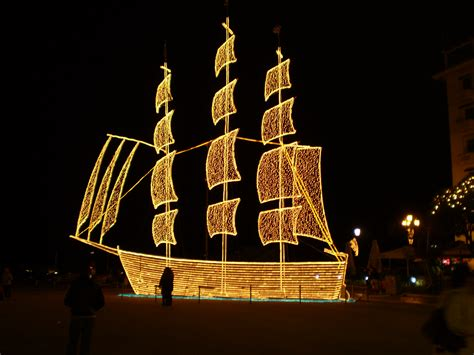 ta boat parade χριστούγεννα ζωντανεύει η παράδοση σε κάθε γωνιά της