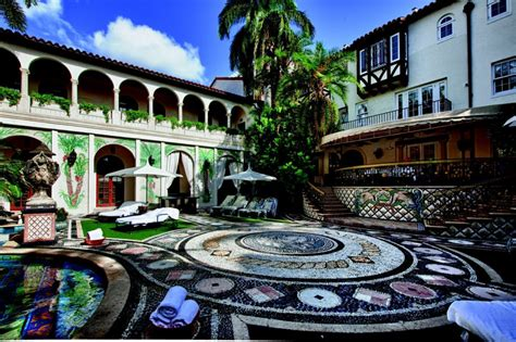 Versace Mansion Sells at Auction for $41.5 Million
