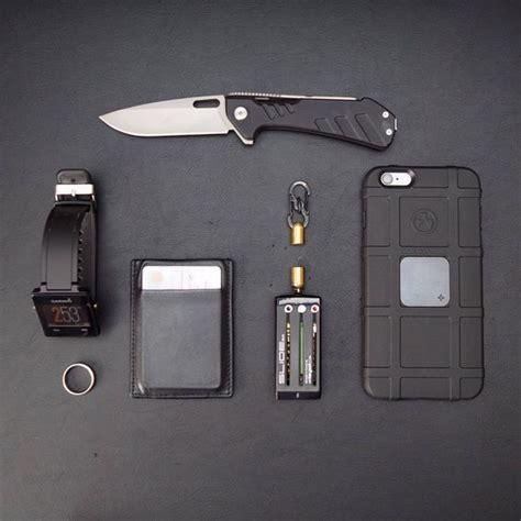 everyday minimalist everyday carry edc buck marksman nite ize microlock
