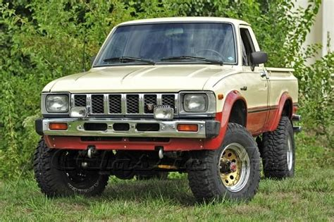 vintage toyota 4x4 1983 toyota sr5 4x4 mojave edition solid axle and old bed