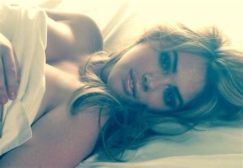 selfie in bed kate upton bed selfie sports illustrated model s topless