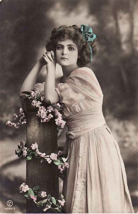 lade vintage 1910s beautiful edwardian hair bow flowers fence