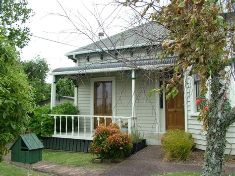 house garden fifties 1950s nz weatherboard house outdoor colour schemes cottages colors and wood trim