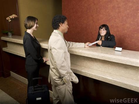 hotels hiring for front desk what is the typical organizational structure of a hotel