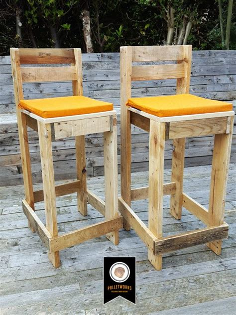 Bar Stools Made From Pallets by Best 25 Pallet Bar Stools Ideas On Pallet