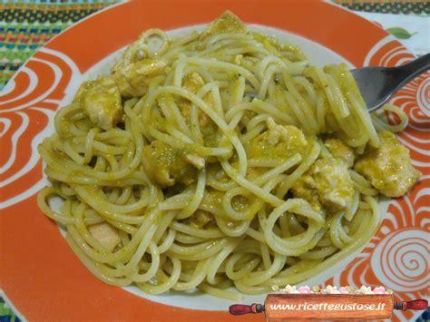 fiori di zucca ricette primi piatti spaghetti al salmone con fiori di zucca e pesto alla