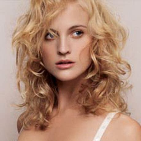 hairstyles for curly layered hair at the in between stage layered curly hairstyles