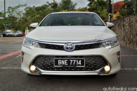 toyota 2 review test drive review toyota camry 2 5 hybrid autofreaks
