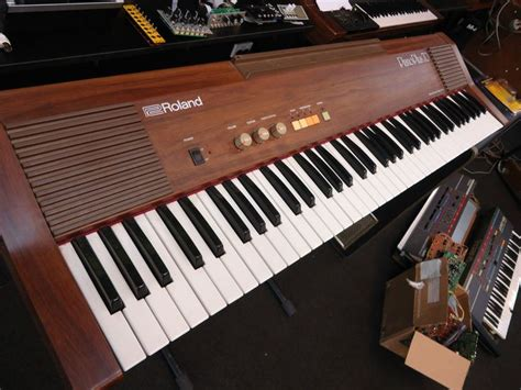 Roland Piano Plus Vintage Synthesizer roland piano plus hp 70 hp70 61 key vintage retro analog electric keyboard piano fetiches