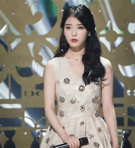 Iu Hairstyle by Pann Iu S New Two Toned Hairstyle And Makeup Style Kpople