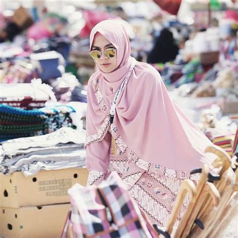 Gamis Di Madinah Foto Pakai Jilbab Syar I Intip Pose Pose Cantik