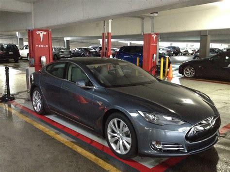 Tesla Ohio Dealers Tesla Tests Cincinnati Market Car Dealers Oppose Wvxu