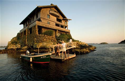 house on a rock at rhode island akademi fantasia travel