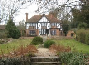 what makes a house a tudor how to identify a tudor house home links online