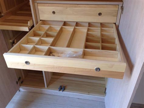 cassetti per armadio armadi su misura artigianali armadi in legno legnoeoltre